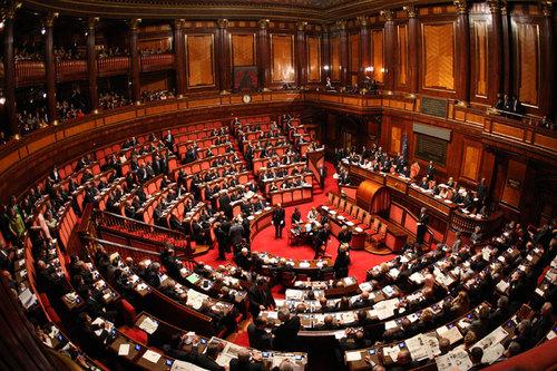 21 dicembre relatore in aula crisi bancarie senato for Composizione del parlamento italiano